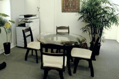 半蔵門レンタルオフィス3階にあるコミュニティスペース(打ち合わせスペース)