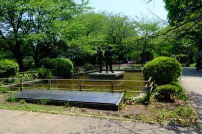 千鳥ヶ淵公園にある「平和の群像」彫像